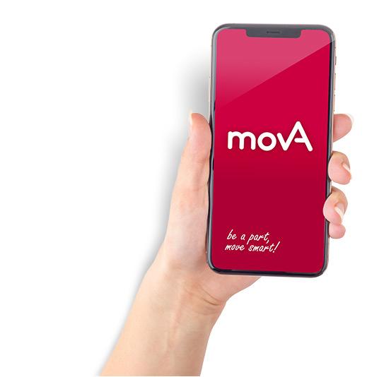 Foto: weibliche Hand hält Smartphone mit movA Logo auf dem Bildschirm